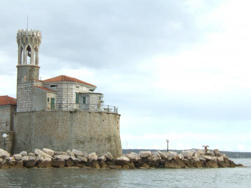 Lighthouse on Cape Piran – Lighthouse Cape Madona
