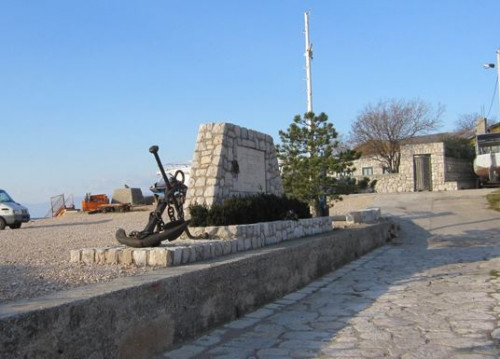 Monument to the deceased sailors of Kostrena