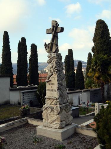 Nagrobni spomenik družine D'Este